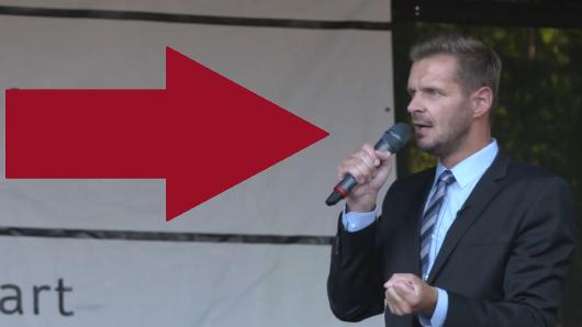 TV-Moderator und Kabarettist Florian Schroeder sorgte für einen spektakulären Auftritt auf der Corona-Demo in Stuttgart.