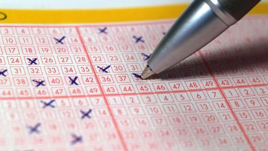 Lotto: Das Paar räumte im Lotto ab, dann hatte es eine süße Idee. (Symbolbild)