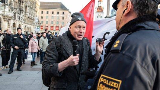AfD-Aktivist Stefan Bauer bei einer Demo im Januar in München.