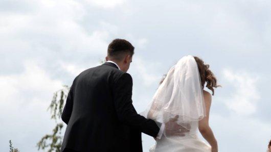 Hochzeit: Ein Bräutigam will seine eigene kleine Tochter nicht auf seiner Hochzeit dabei haben. Seine Gründe machen fassungslos. (Symbolbild)