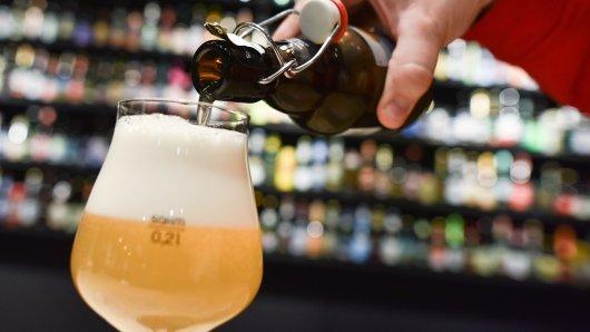 Auf Bierflaschen soll künftig der Brennwert stehen.