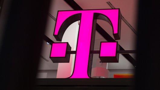 Die Telekom senkt einige Tarifpreise. Trotzdem sind manche Kunden stinkig. (Archivbild)